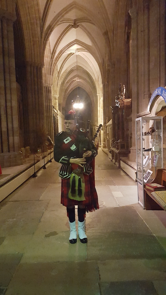 Piper Duncan Nelmes set the mood beautifully for both screenings playing Battle of the Somme and other tunes on bagpipes as people entered